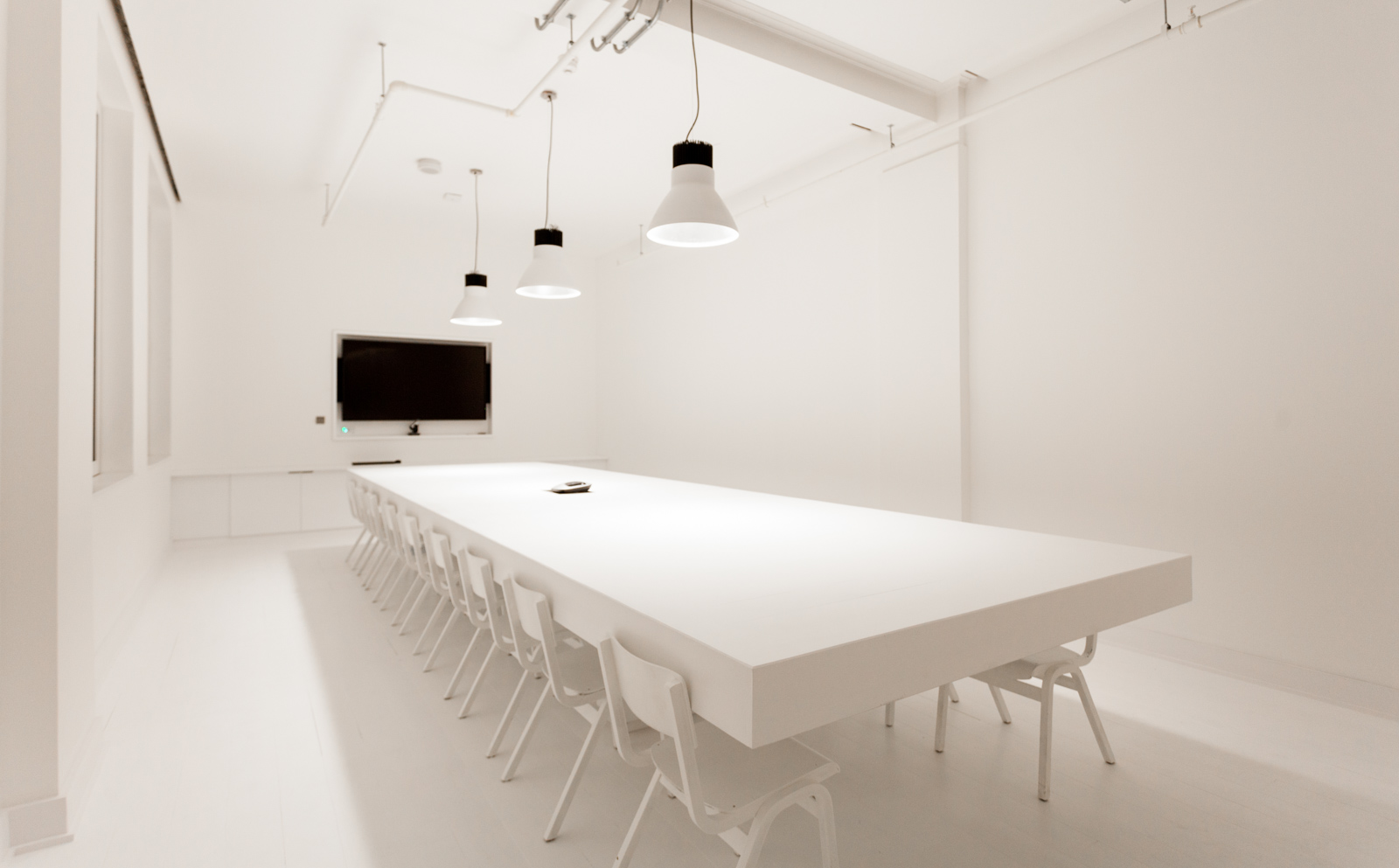 Cupertino Meeting Room At Huckletree Shoreditch For Digital Workshop Venue